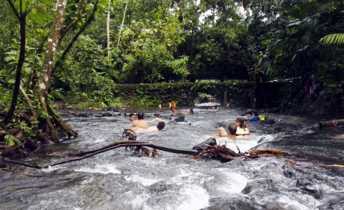 la-fortuna-free-hot-springs.jpg