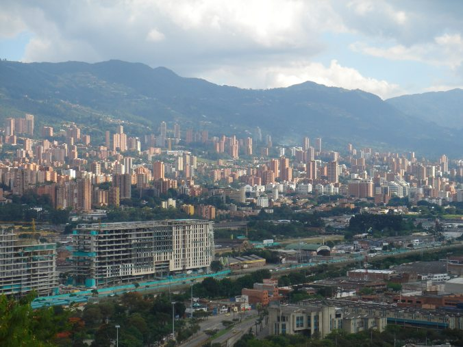 colombia-medellin-panoramic-wallpaper